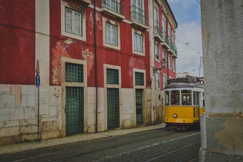 Alfama tram eléctrico número 12