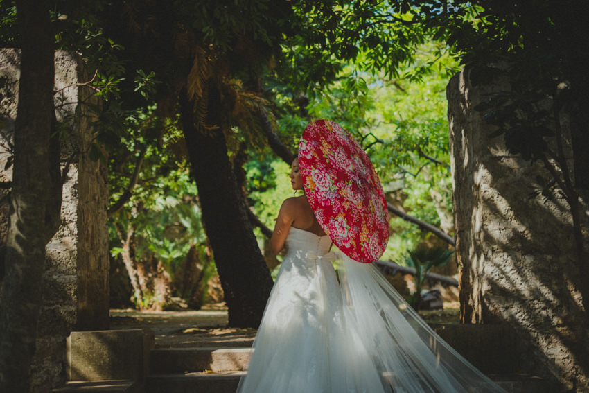 bride with chinese parasol and exquisite wedding dress