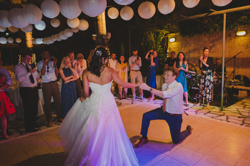 groom on one knee