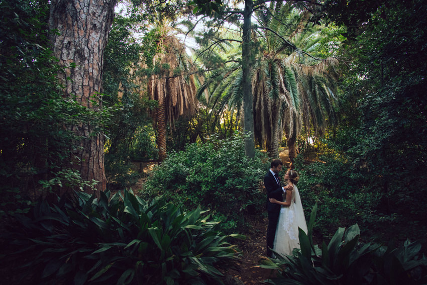 couple posing in the botanical garden on Lopud