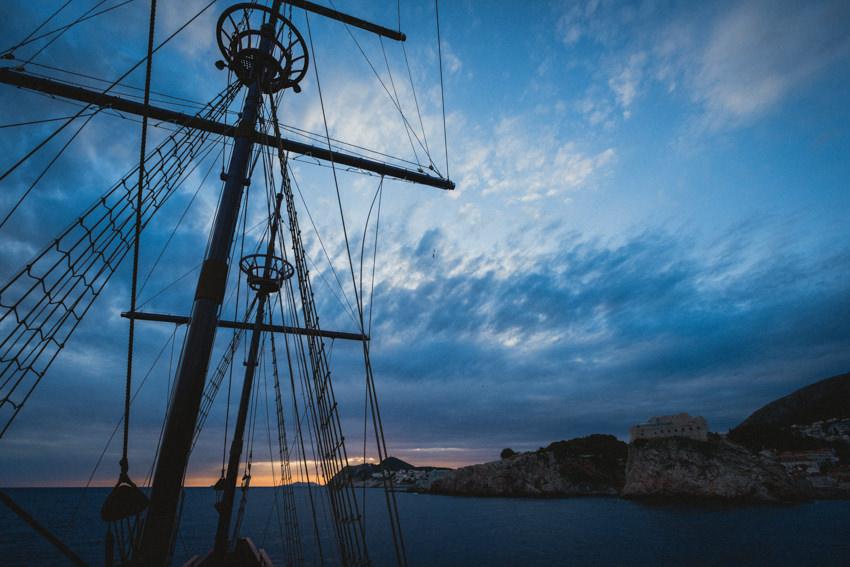 huge masts on the karaka sailboat