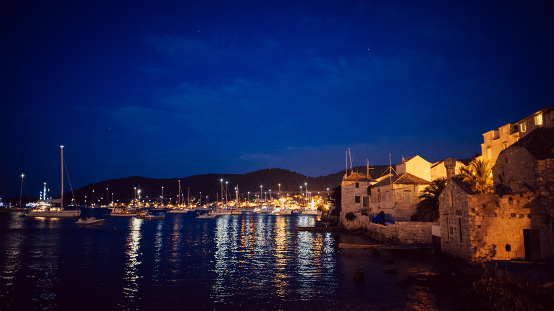 vis harbour at night